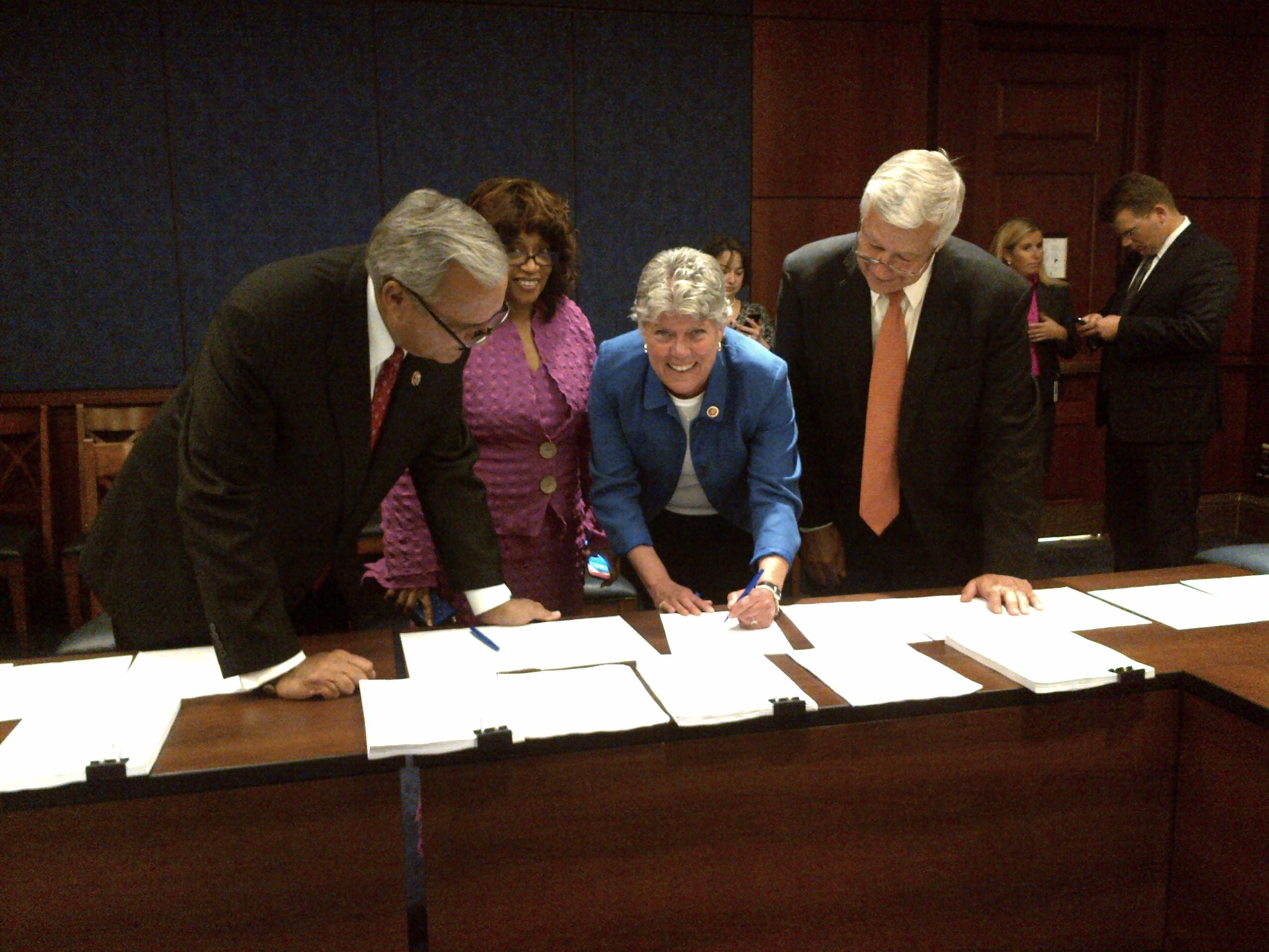 Brownley Signing Va Conference Agreement Congresswoman Julia Brownley